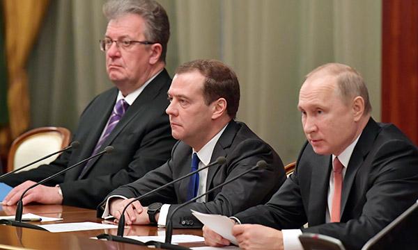 Путин: Побољшање инвестиционе климе није само економски, већ и политички задатак