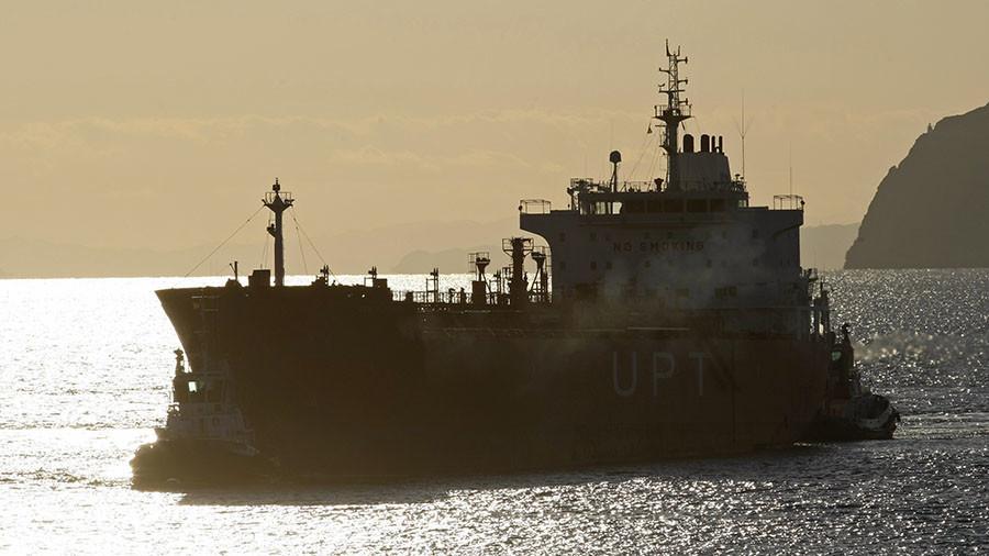 """РТ: Русија и Иран избацују долар програмом """"нафта за робу"""""""