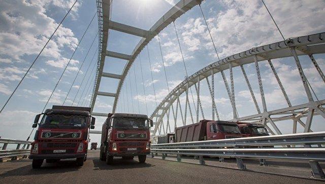 Кримски мост биће отворен за саобраћај у другој половини маја
