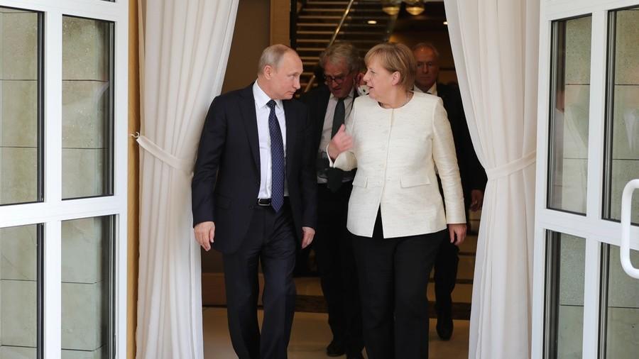 RT: Putin i Merkelova razgovarali o odbrani od Trampovih sankcija
