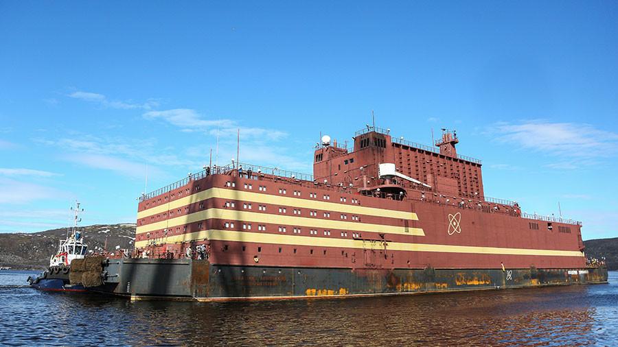 РТ: Прва плутајућа нуклеарна електрана на свету стигла на руски Арктик