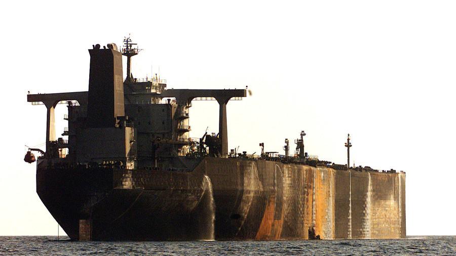 РТ: Саудијска Арабија обуставила испоруке нафте кроз кључни мореуз након напада на танкер