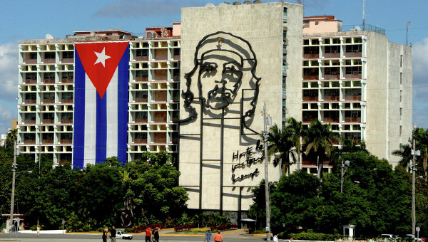 Tramp produžio za godinu dana trgovinski embargo Kubi