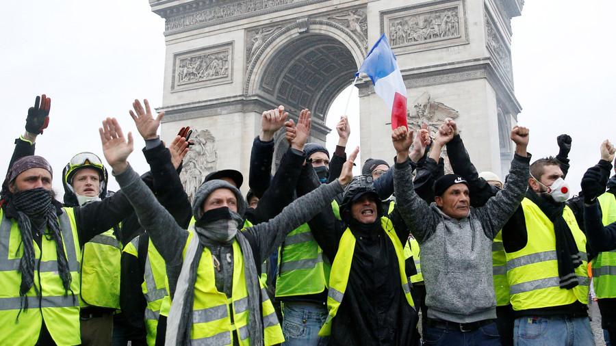 РТ: Француска уводи шестомесечну забрану повећања пореза на гориво