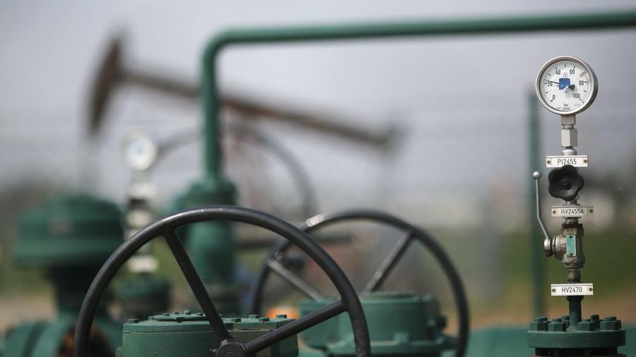 РТ: Русија и ОПЕК спремни да смање производњу нафте упркос притиску САД