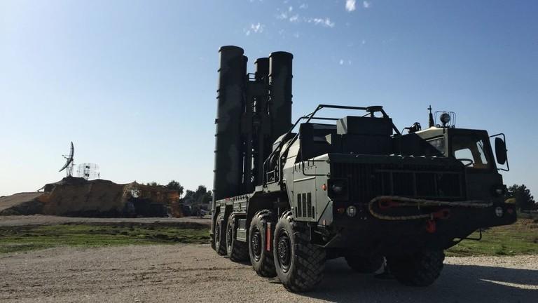 РТ: Русија избацује амерички долар у трговини оружјем у корист локалних валута - министар трговине РФ