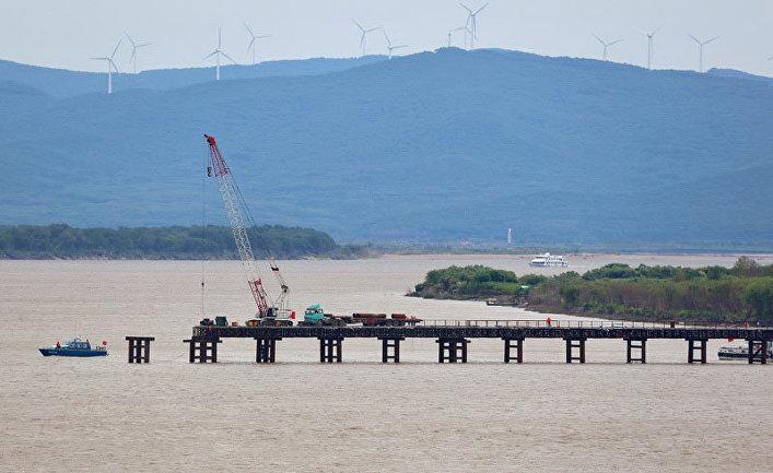 Русија и Кина повезале делове железничког моста преко Амура дужине 2,2 километра