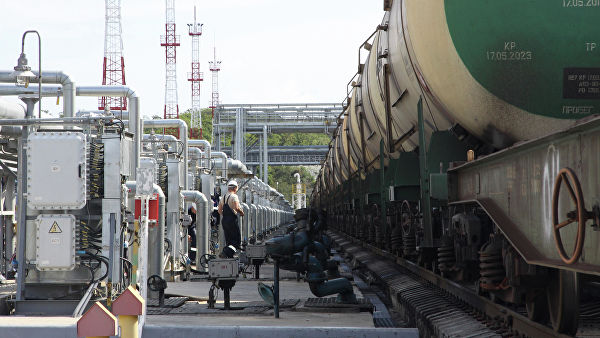 Ступила на снагу забрана извоза угља и нафтних деривата из Русије у Украјину