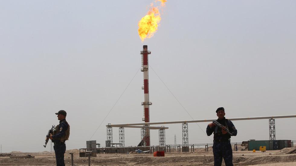 РТ: Први метак испаљен метак у Персијском заливу и нафта иде изнад 100 долара - Техеран