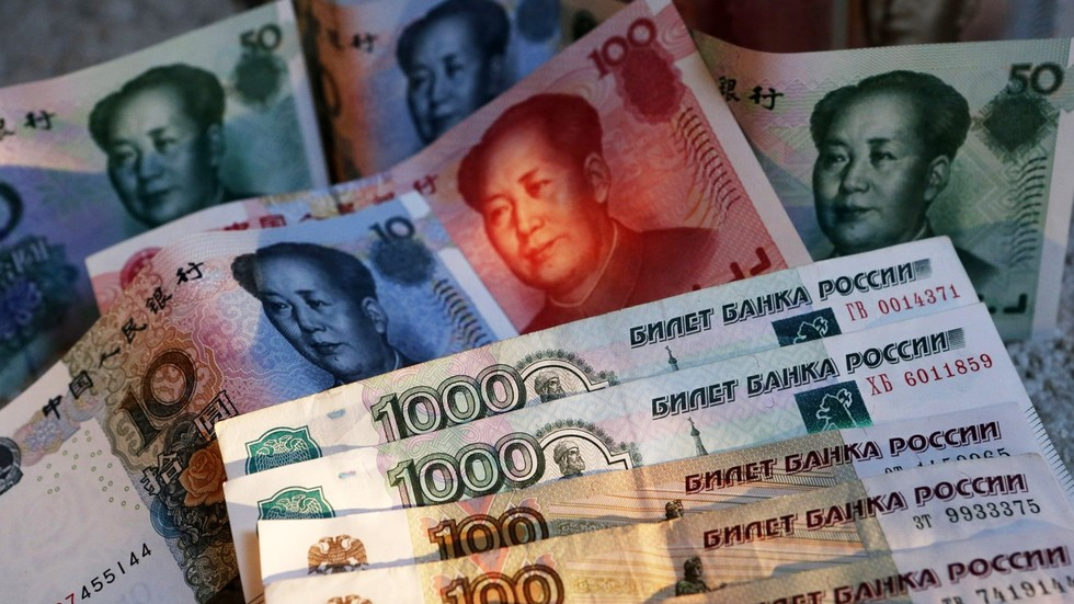 РТ: Избацивање долара? Русија и Кина договориле билатералну трговину у националним валутама током састнка Путина и Ђинпинга