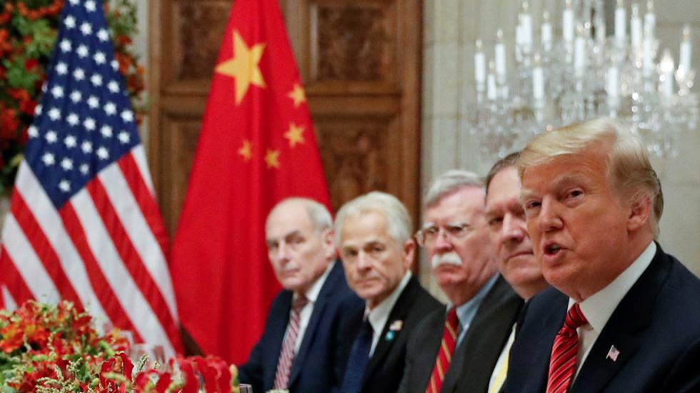 РТ: Прелазак линије апсурда: Трамповим претња царинама Кини дипломатију САД дотакла ново дно