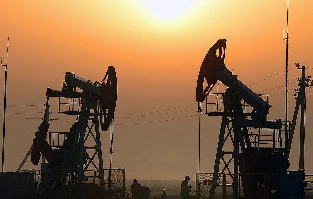САД дозволиле Ираку да купује још 120 дана нафту из Ирана