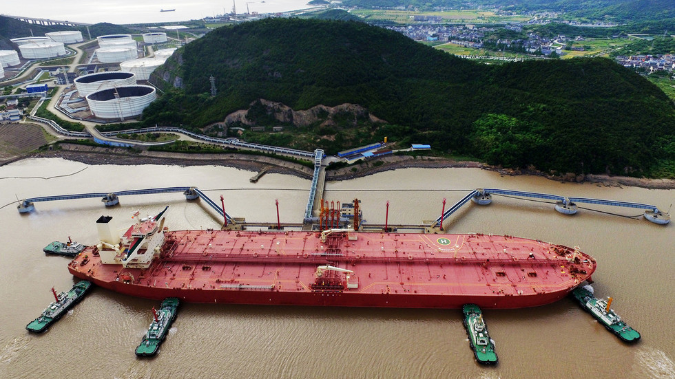 """РТ: Кина представила први на свету огромни """"паметни"""" танкер"""