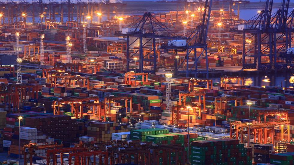 РТ: Потпуни трговински рат: Трамп повећава царине за 550 милијарди долара кинеске робе