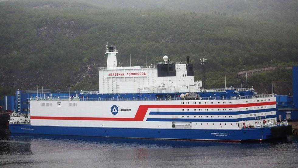 РТ: Руска плутајућа нуклеарна електрана се отиснула у свој нови арктички дом