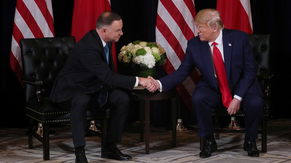 РТ: Вашингтон и Варшава склапају пакт како би опструирали руски гасовод Северни ток 2