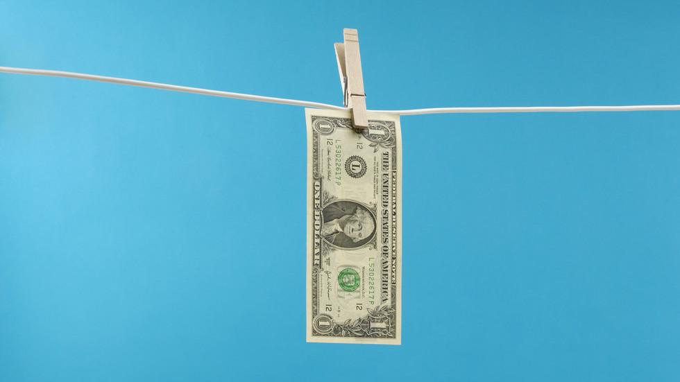 РТ: Русија преполовила девизне резерве у америчком долару, истовремено повећавајући удео у злату, јуану и евру у девизним резервама