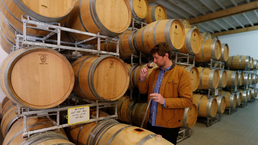 РТ: Трговински рат на западном фронту: САД увеле цаине од 25% на француска вина, италијански сир и шкотски виски