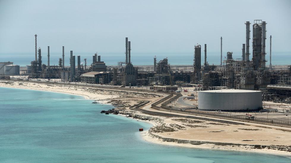 РТ: Русија и Саудијска Арабија ће разговарати о нафтним и већ склопљеним великим уговорима током предстојеће посете Путина