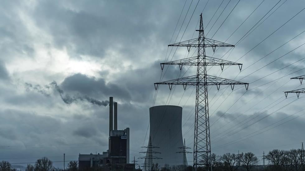 RT: Kako se usuđuju! Iran ponudio da obnovi elektroenergetsku mrežu Sirije nakon što su SAD sankcionisale njen građevinski sektor