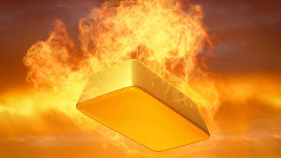 """РТ: Људи треба да се отарасе долара и купују злато које је """"право уточиште"""" - Питер Шиф"""