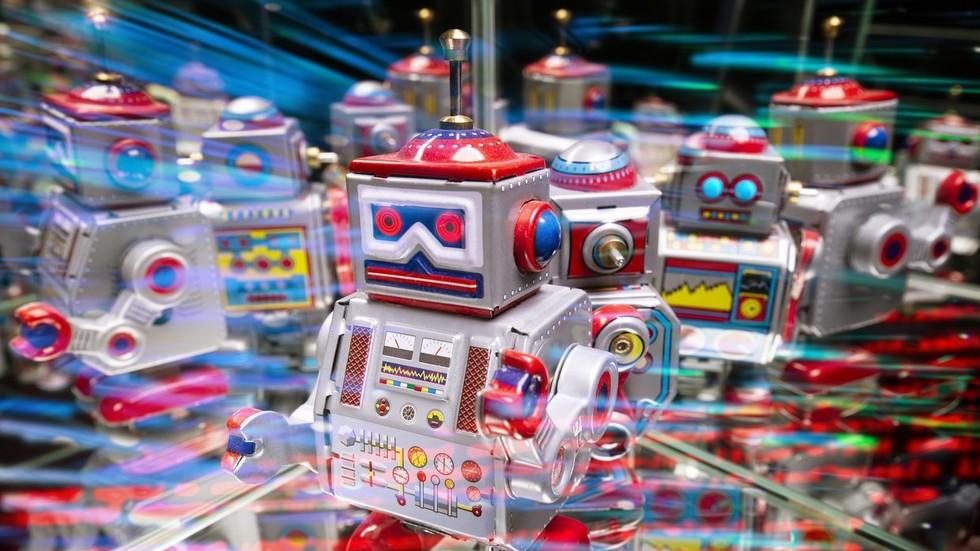 "RT: ""Dojče"" banka uvodi armiju robota kako bi zamenila 18.000 radnika"