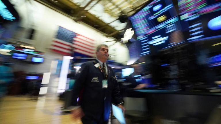 РТ: Америчке берзе у паду јер коронавирус кочи глобалну економију