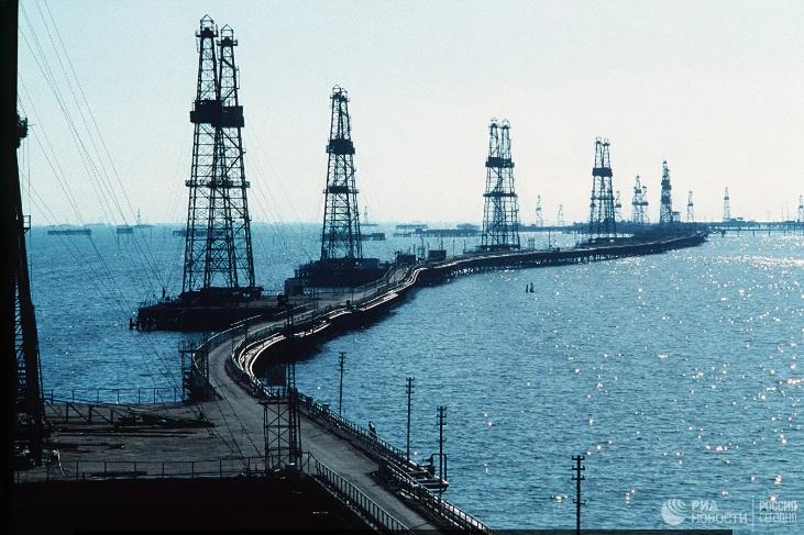 """Цена нафте """"Брент"""" пала испод 16 долара по барелу први пут од 1999. године"""