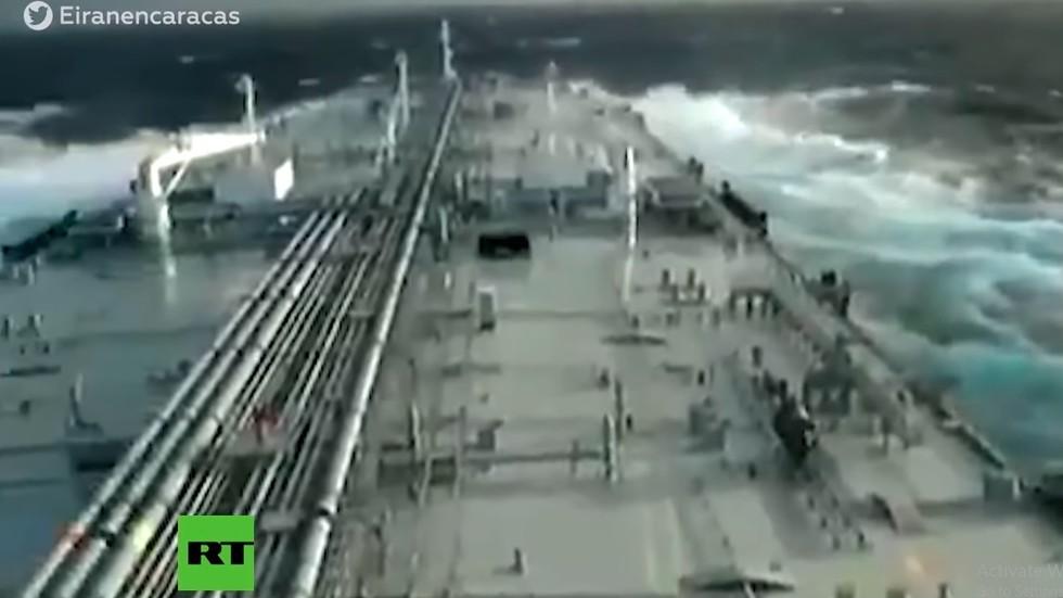 РТ: Пловидба првог иранског танкера са нафтом за Венецуелу кроз немирно море