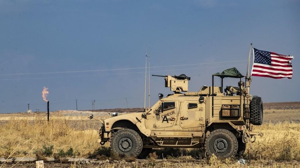"""РТ: Сирија наводи да САД """"краду"""" нафту након што су америчке фирме потписале сспоразум с курдским побуњеницима"""