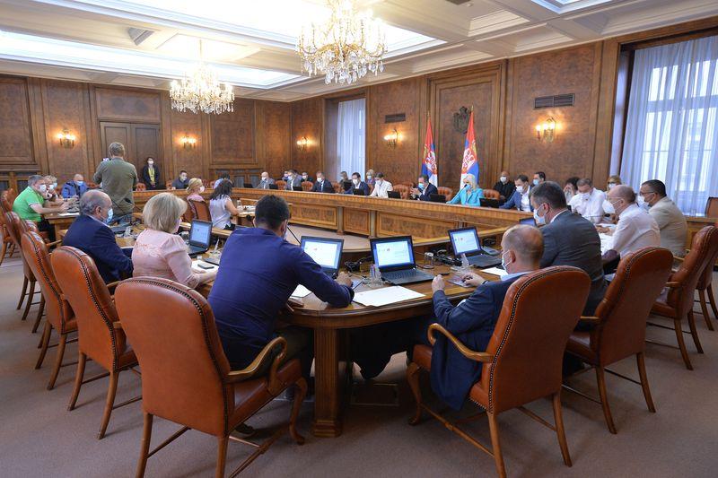 Влада Србије усвојила минималну цену рада од 32.126 динара