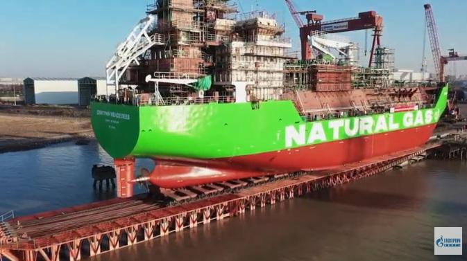 """""""Gasprom njeft"""" porinuo u vodu prvi ruski tanker za snabdevanje teretnih i putničkih plovila tečnim prirodnim gasom"""