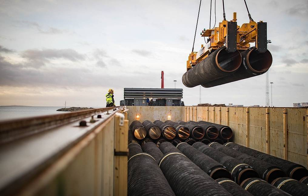 """Završeno polaganje cevi gasovoda """"Severni tok 2"""" u nemačkim vodama"""