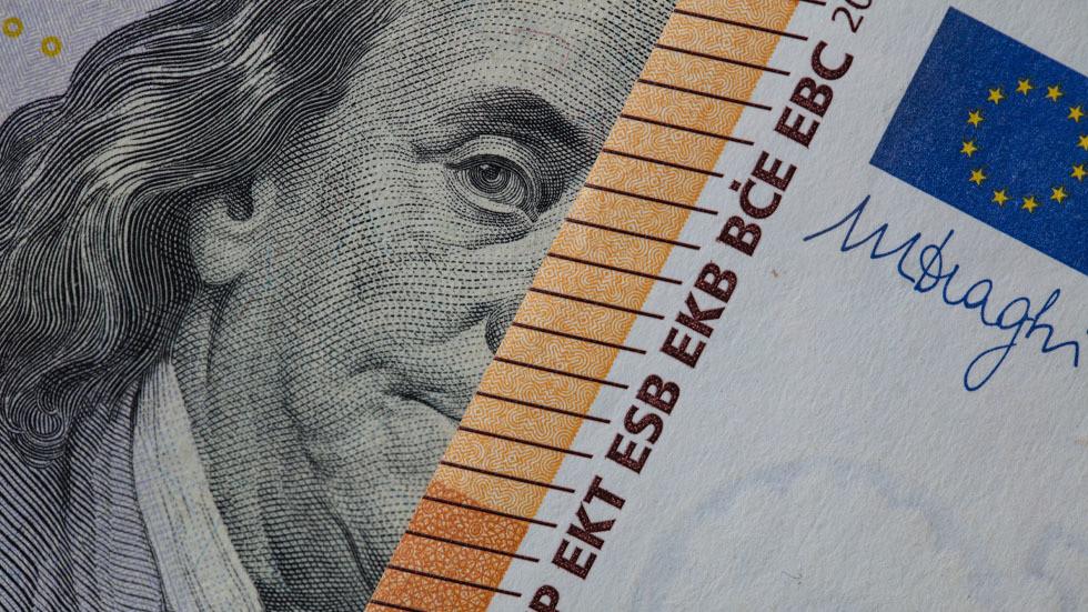 RT: Rusija smanjuje udeo dolara i evra u rezervama u korist zlata i juana