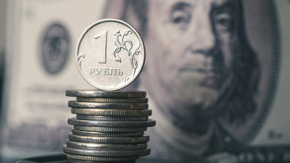 RT: Vrednost rublje na 11-mesečnom maksimumu dok Rusija nastavlja da izbacuje američki dolar iz ekonomije