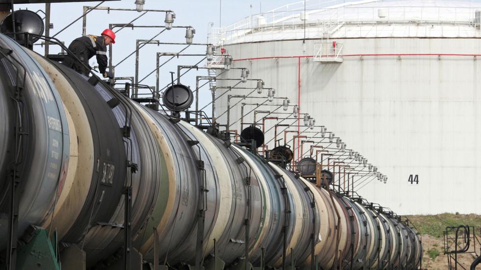 РТ: САД повећавају увоз руске нафте упркос наметнутим санкцијама руском енергетском сектору