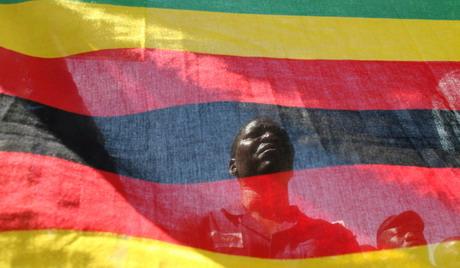 Мало више од 200 долара остало у буџету Зимбабвеа