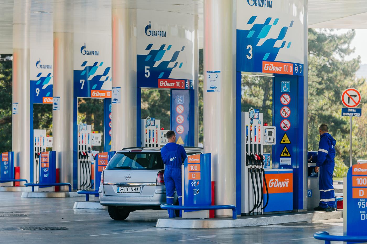 НИС представља предности G-Drive премијум горива на Сајму аутомобила