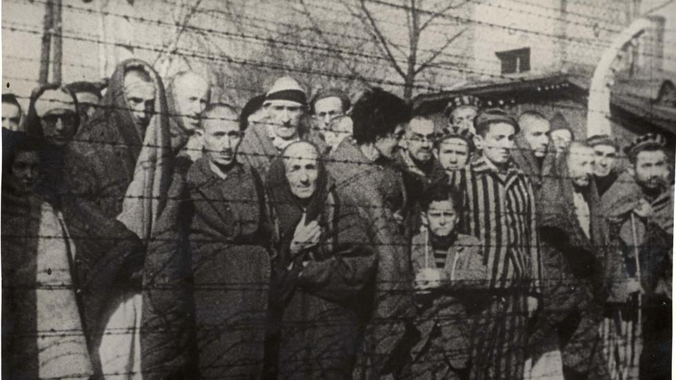 """РТ: """"Људи желе да знају истину"""": Ветеран Црвене армије о ослобађању Аушвица и прекрајању историје"""