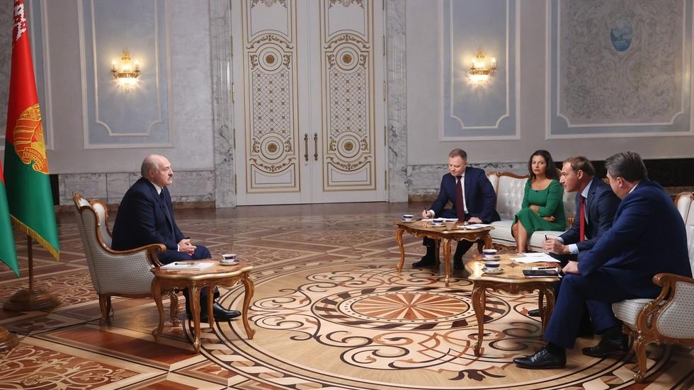 RT: Moram zaštititi većinu koja je glasala za mene, ako padnem, svi sa mnom biće rastrgani - Lukašenko