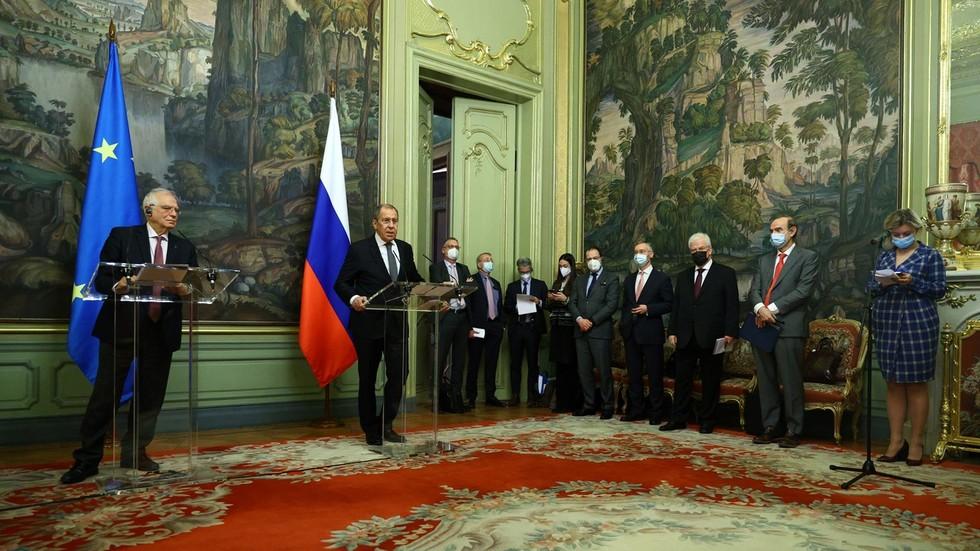 """РТ: Карин Кнајсел: Од """"мегафонске дипломатије"""" до афазије - дубока неповезаност између ЕУ и Русије"""