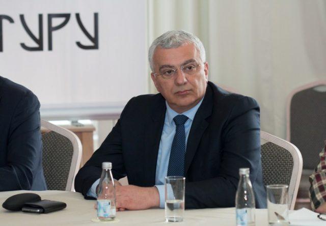 Мандић: НАТО амбасаде реконструкцијом Владе спасавају Мила