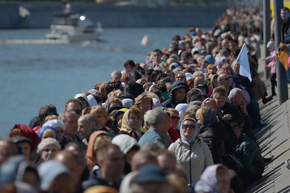 Зашто Руси чекају и до 20 сати да би се поклонили моштима?