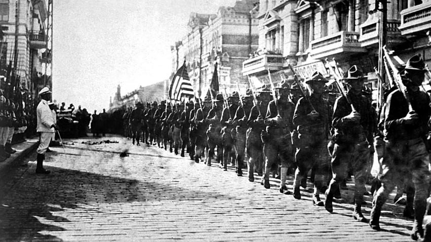 """Zapadna intervencija: Kako su strane trupe pre sto godina """"špartale"""" Rusijom"""
