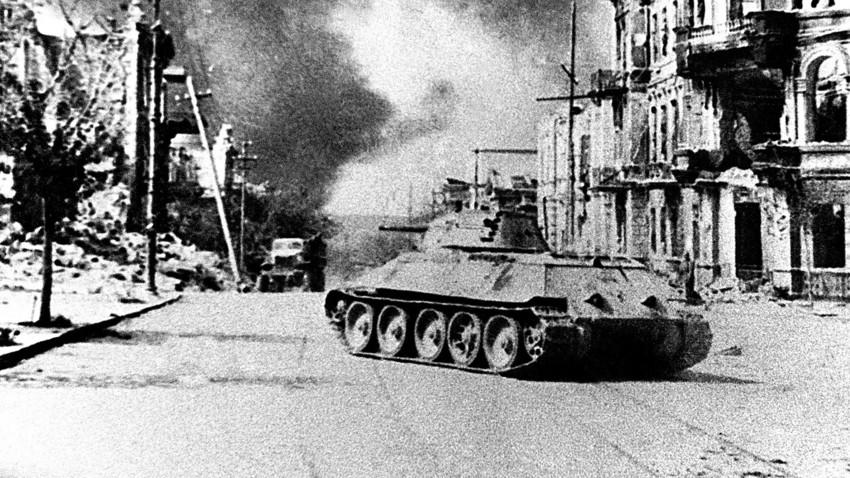 """Како су жене у совјетским тенковима """"прашиле"""" нацисте"""