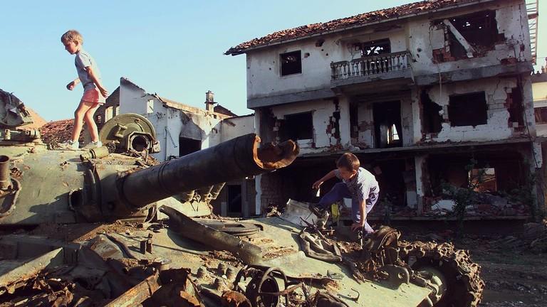 """РТ: Ако Трамп жели да """"разоружа"""" Русију треба да повуче признање Косова"""