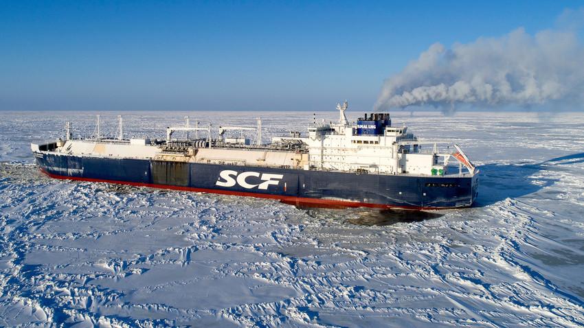 Како танкери превозе руски течни гас преко Северног леденог океана