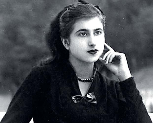 Жена која је слудела четири службе