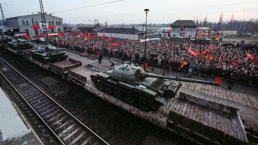 Како је СССР повукао трупе из Источне Европе