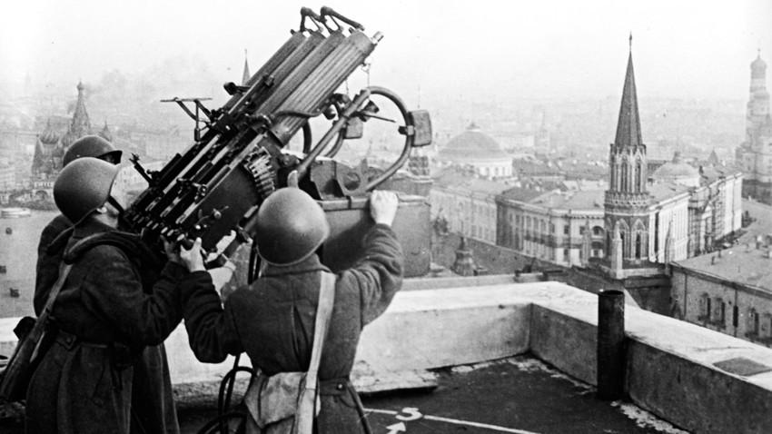 Непријатељ мора бити заустављен: Како је одбијен први масовни ваздушни напад на Москву